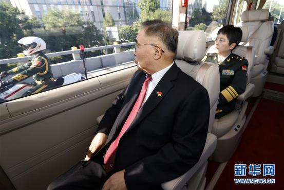 宇通T7为抗疫英雄护航,以中国制造之名向功勋致敬!594