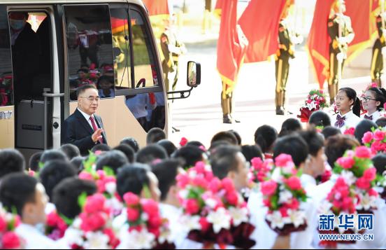 宇通T7为抗疫英雄护航,以中国制造之名向功勋致敬!776