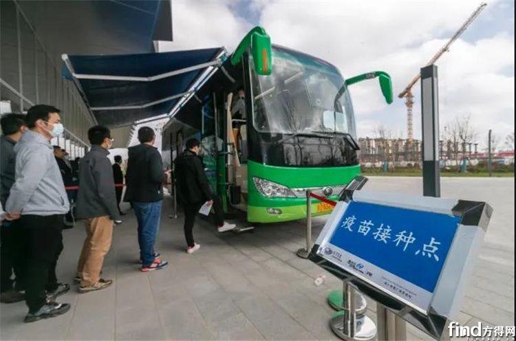 图上海闵行区浦江镇临港园区投入使用的疫苗接种车